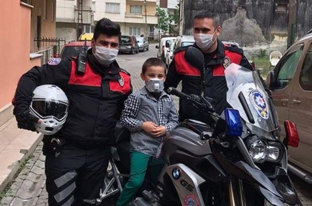 Polisten korkan çocuğa polisten sürpriz!