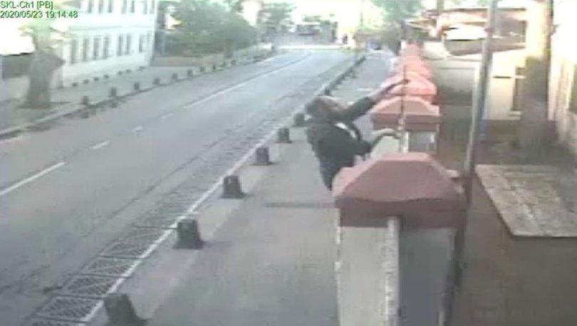 Üsküdar'daki kilisenin kapısındaki haçı söken kişi gözaltına alındı
