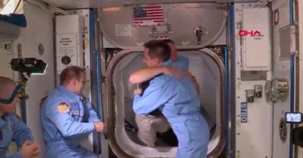 NASA'nın Crew Dragon ekibi, ISS ekibiyle buluştu