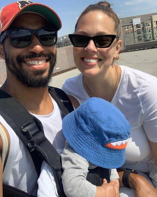 Ashley Graham oğlunu emzirirken poz verdi - Magazin haberleri