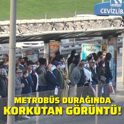 Metrobüs durağında korkutan görüntü!