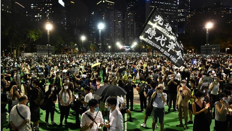Hong Kong'da binlerce kişi yasağa karşın 31 yıl önce Tiananmen Meydanı'nda ölenleri andı