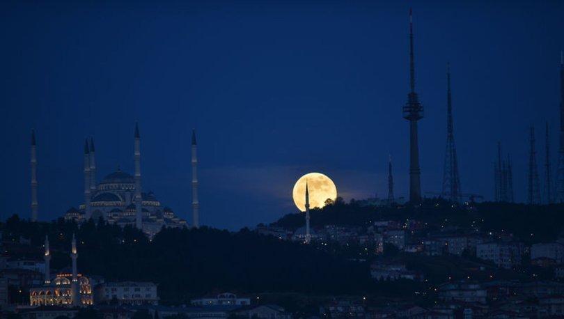 Çilek Ay Tutulması