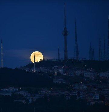 'Çilek Ay Tutulması' kartpostallık manzara oluşturdu