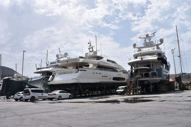 El değmemiş koyların milyon dolarlık misafirleri denize indiriliyor