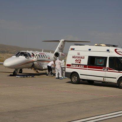 Son dakika haberler... Ukrayna'da düşerek belini kıran genç, Türkiye'ye uçak ambulans ile getirildi