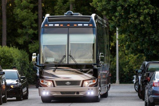 Justin Bieber ve Hailey Baldwin 1 milyon dolarlık tur otobüsüyle tatilde - Magazin haberleri