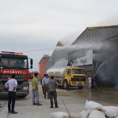 Son dakika haberler... Aksaray'da yem fabrikasında yangın!