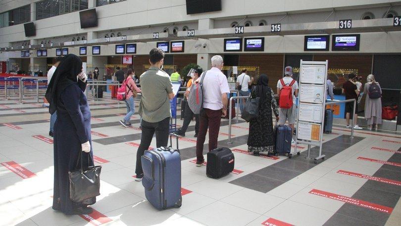 Havalimanlarını yaklaşık 1.5 milyon yolcu kullandı