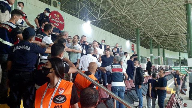 Alanya'da şok görüntüler! Ahmet Ağaoğlu, rakip çalışanları dövmeye çalıştı!