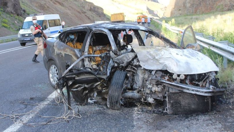 Erzurum'da feci kaza! Yanan araçta can verdiler