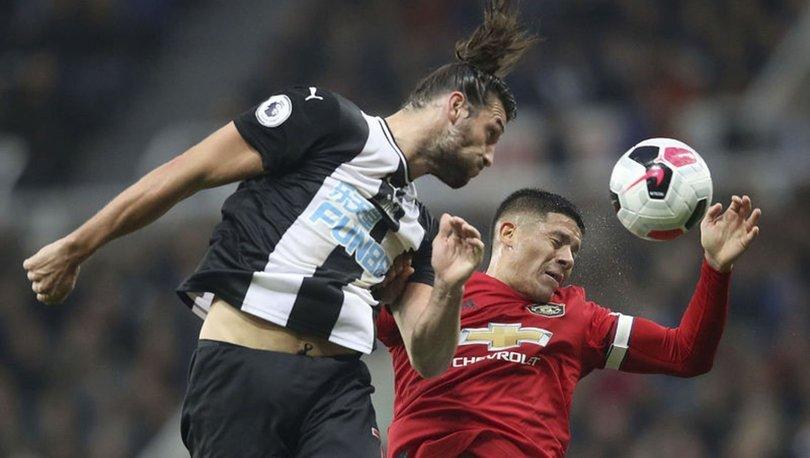 Newcastle United'dan Carroll ve Manquillo'ya yeni sözleşme