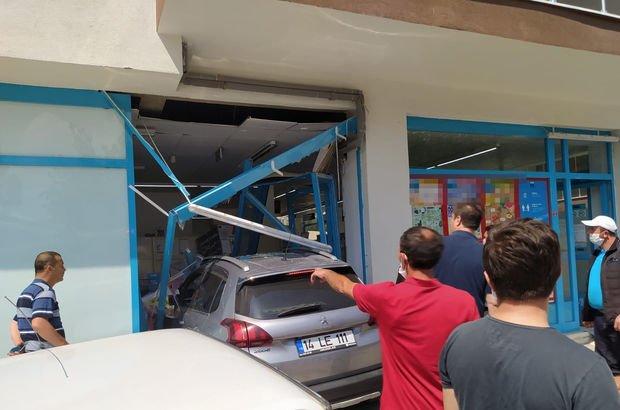 Otomobil markete daldı: 3 yaralı!