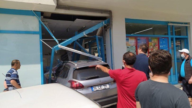Son dakika haberler... Otomobil markete daldı: 3 yaralı!