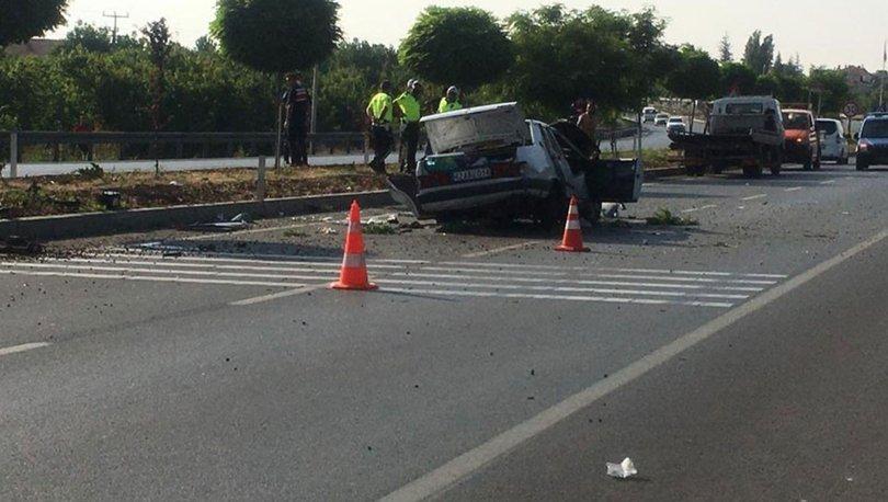 Son dakika haberler... Refüje çarpan araç takla attı: 3 ölü, 2 yaralı!