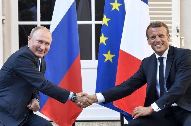 Putin, Macron ile Libya'yı görüştü