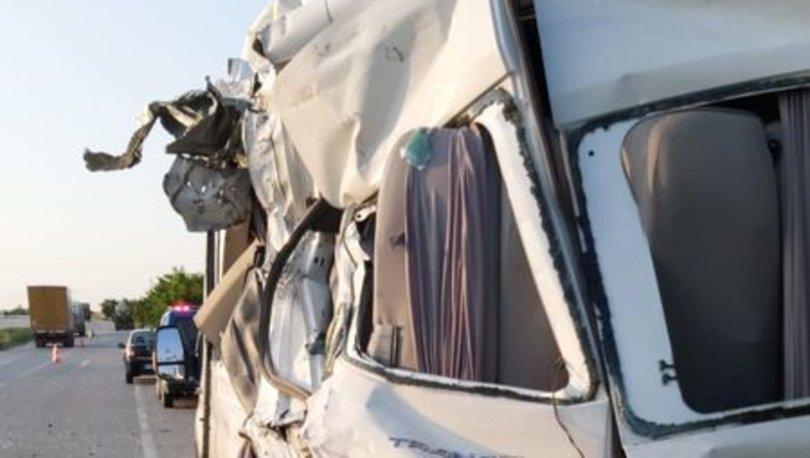 Balıkesir'de minibüsle tanker çarpıştı! 12 yaralı