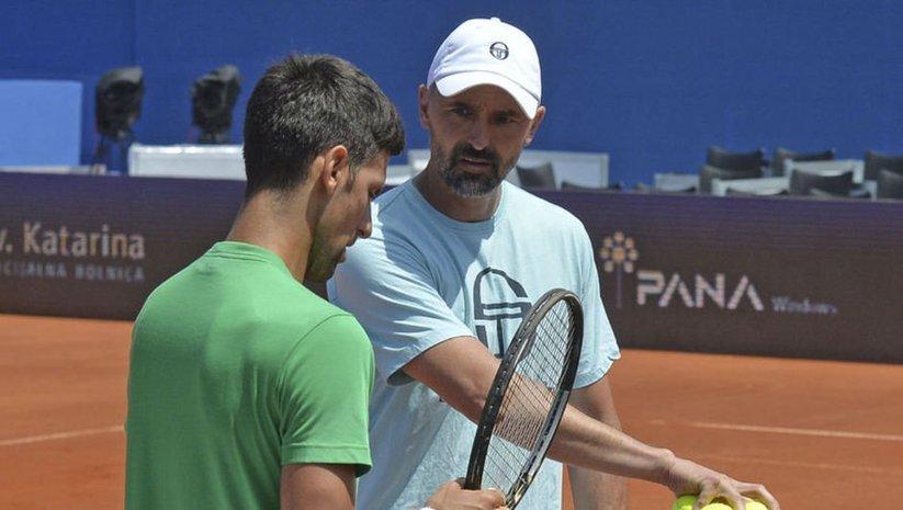 Djokovic'in antrenörü de Kovid-19!