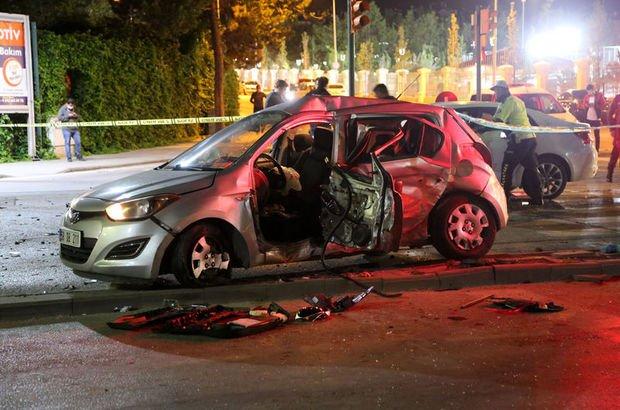 Sivas'ta trafik kazası! Araçta sıkıştılar