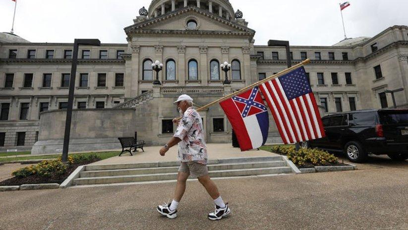 Irkçı bayrak değişiyor!