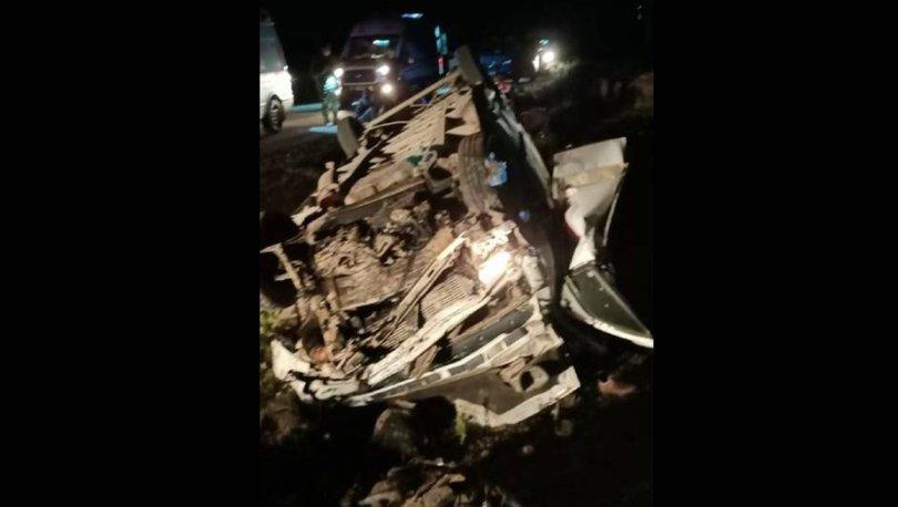 van'da göçmenleri taşıyan minibüs kaza yaptı