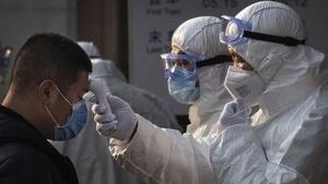 Koronavirüs: İkinci dalgadan korkan Çin, Pekin yakınlarında 400 bin kişiyi yeniden karantinaya aldı