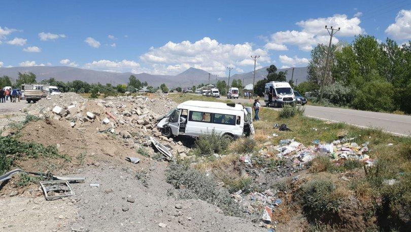 Son dakika haberler... Yolcu minibüsü şarampole devrildi: 14 yaralı!