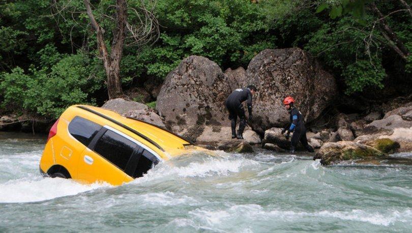 Tunceli'de feci kaza! Munzur Çayı'na araç uçtu