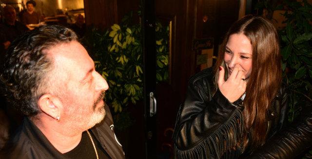 Serenay Sarıkaya'nın parmağındaki yüzük dikkat çekti! Cem Yılmaz... - Magazin haberleri