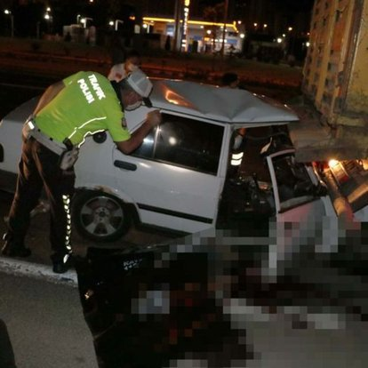 Kayseri'de TIR'a çarpan otomobil hurdaya döndü