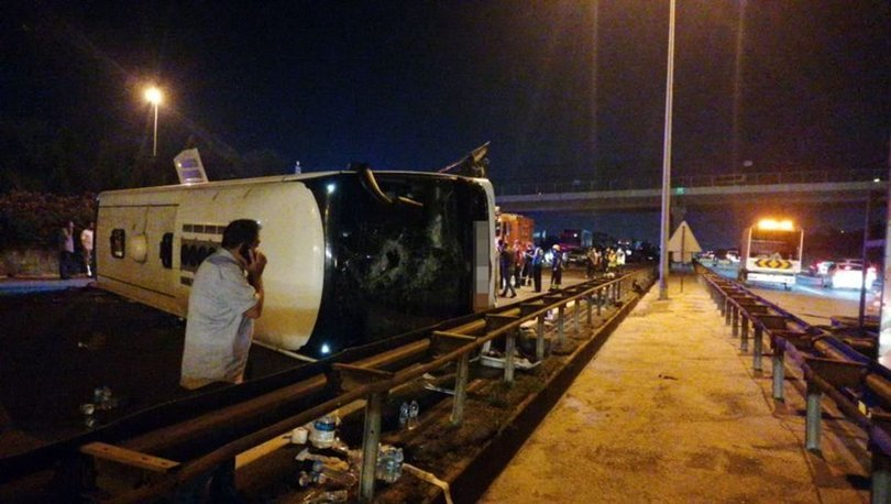 Son dakika... TEM'de yolcu otobüsü devrildi: Ankara istikameti trafiğe kapandı