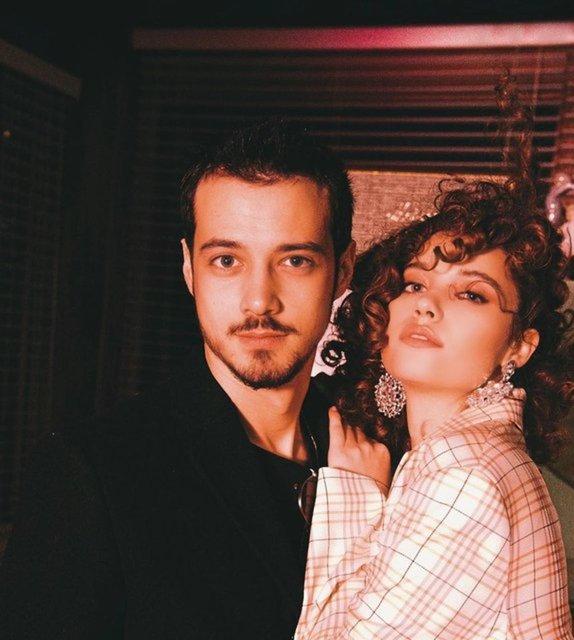 Afra Saraçoğlu ile sevgilisi Mert Yazıcıoğlu'ndan aşk pozu - Magazin haberleri