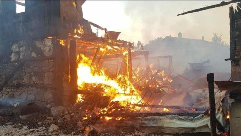Karabük'te yangın! 2 ev küle döndü