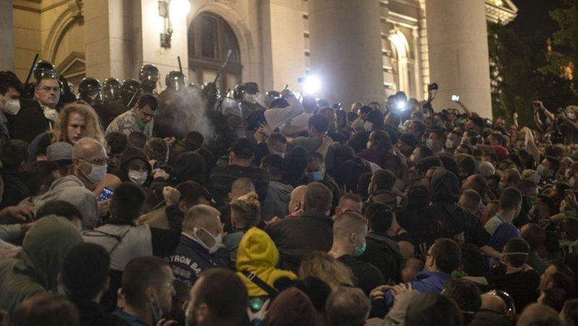 Sırbistan'da yeni Kovid-19 tedbirlerine karşı olaylı protesto - HABERLER