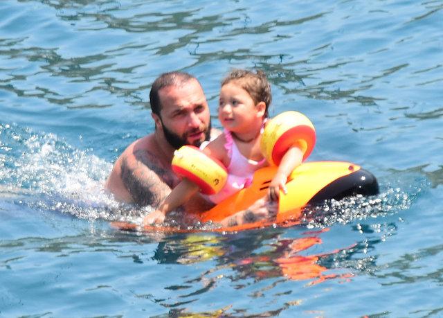 Berkay Şahin ile kızı Arya'nın deniz keyfi - Magazin haberleri