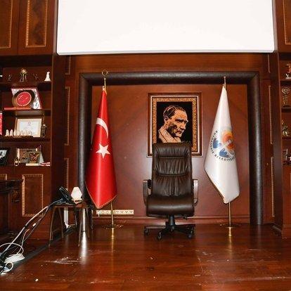 Adana Büyükşehir Belediye Başkanı Karalar'ın makam odasına haciz