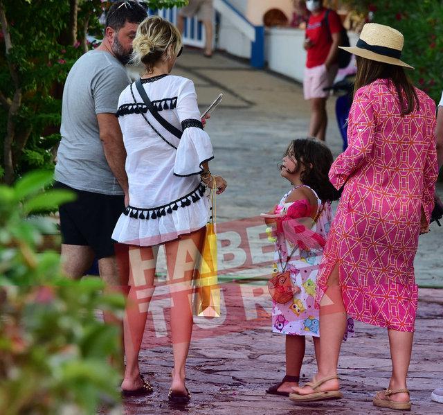 Ece Erken'in cici anneliği başladı! Şafak Mahmutyazıcıoğlu'nın kızıyla tanıştı - Magazin haberleri