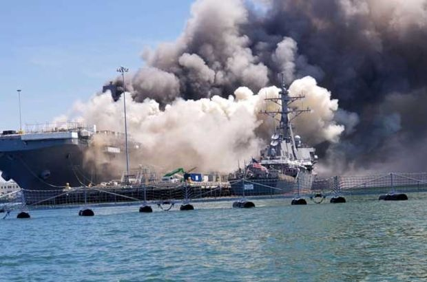 ABD savaş gemisi alev alev yandı!