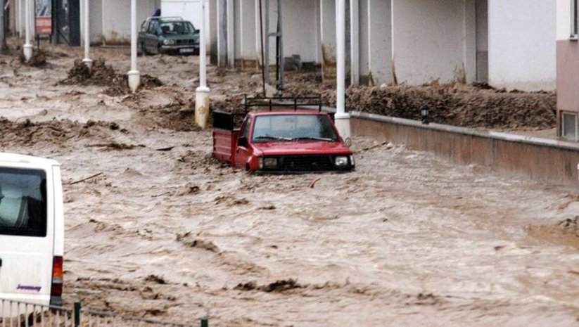 O bölgelerde yine sel ve dolu uyarısı