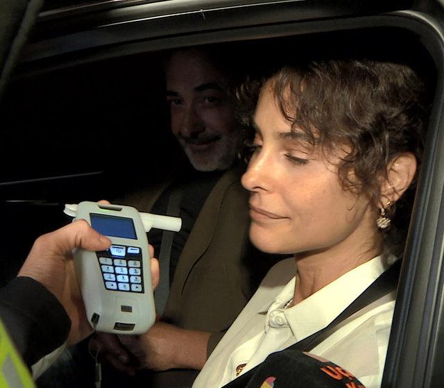 Mehmet Aslantuğ ile Arzum Onan polis kontrolüne takıldı - Magazin haberleri