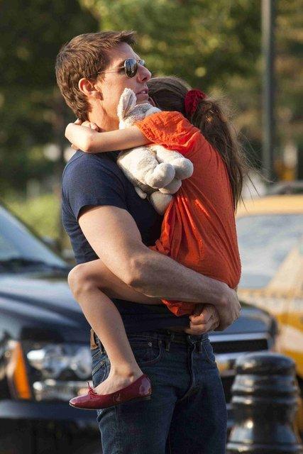 Suri Cruise babası Tom Cruise'un soyadını kullanmak istemiyor - Magazin haberleri