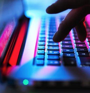 WatchGuard Tehdit Laboratuvarı'na göre Türkiye'de kötü amaçlı yazılım saldırıları en çok Çarşamba günleri gerçekleşiyor. Hackerlerin, şirketleri ve çalışanları haftanın ortasında gafil yakaladığını belirten WatchGuard Türkiye ve Yunanistan Ülke Müdürü Yusuf Evmez, şirketlerin yoğunluğunun yüksek olduğu ilk 3 günde hackerlerin oldukça fazla mesai harcadığına dikkat çekti.