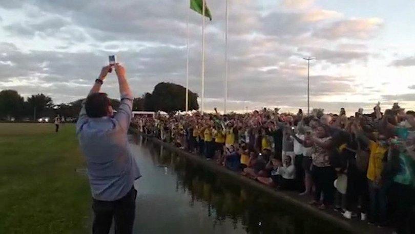 Kovid-19'a yakalanan Brezilya Devlet Başkanı Jair Bolsonaro, destekçilerinin önüne çıktı!