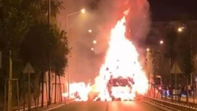 Erzurum'da ot yüklü kamyon alev alev yandı