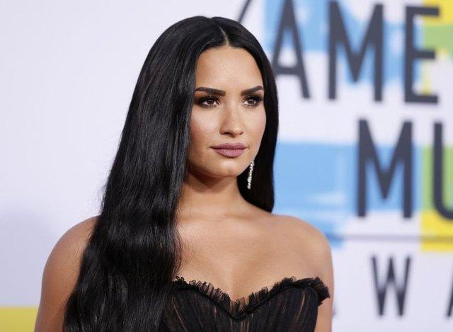 Demi Lovato nişanlandı - Magazin haberleri