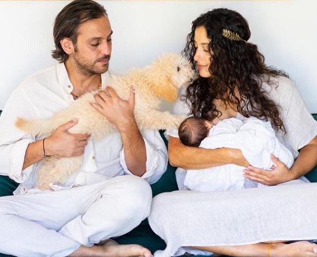 Erkan Kolçak Köstendil ve Cansu Tosun çiftinden oğulları Marsel ile ilk poz - Magazin haberleri