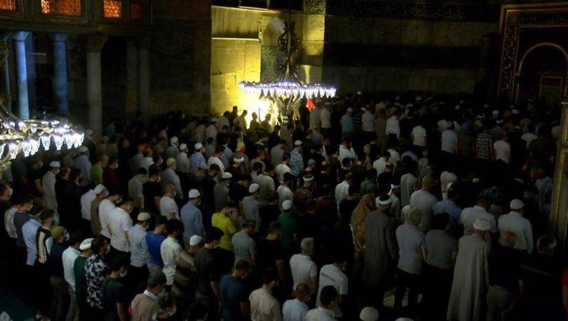 Ayasofya Camii'nde yoğunluk gece boyu devam ediyor