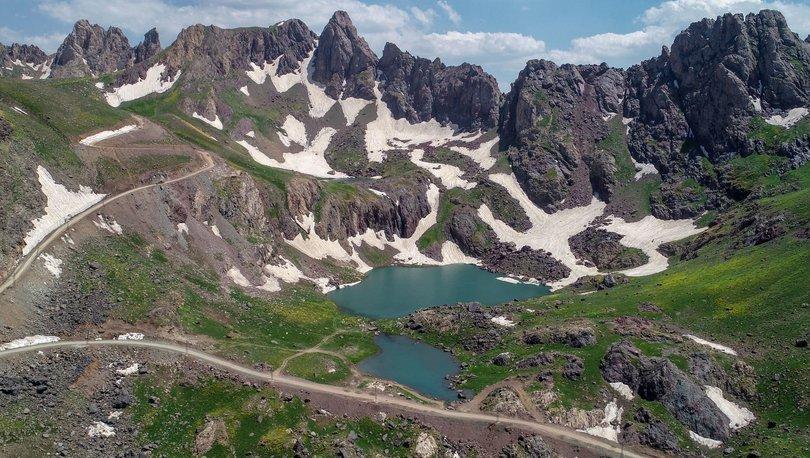 Yüksekova'nın Alpleri Sat Buzul Gölleri