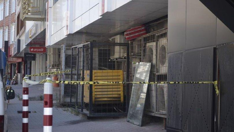 Arnavutköy'de şüpheli valiz paniği! Polis alarma geçti