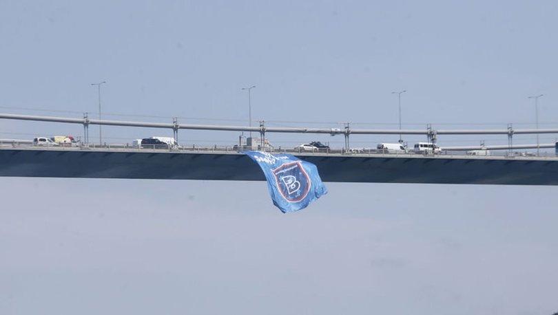 Başakşehir'in bayrağı köprülere asıldı